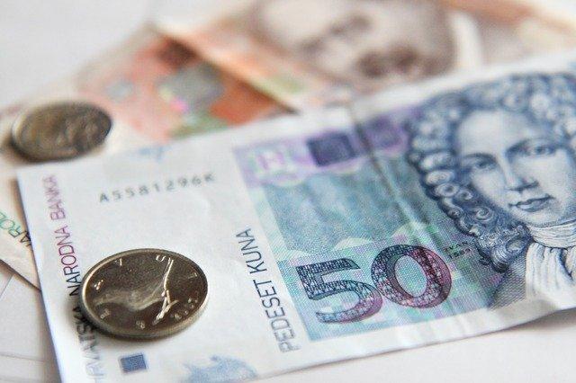 banknote-2422_640.jpg