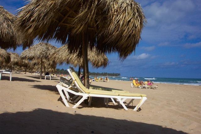 beach-holiday-1066_640.jpg