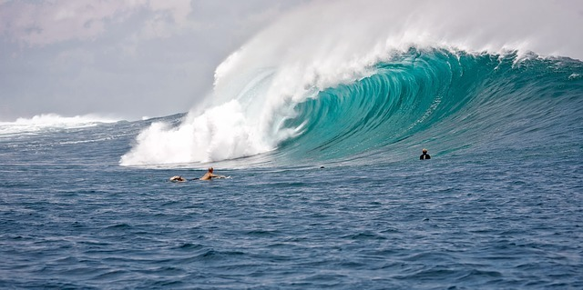 big-waves-2193828_640.jpg