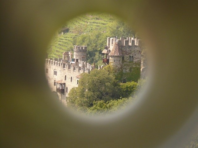 castle-686_640.jpg