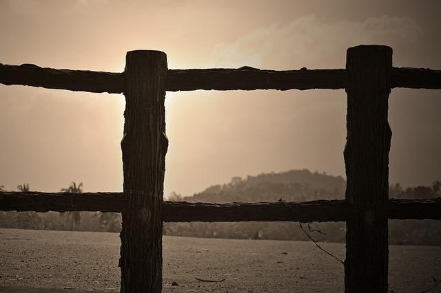fence-266094_640.jpg