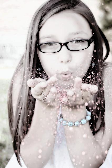 girl-blowing-glitter-113790_640.jpg