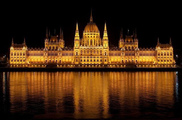 hungarian-parliament-77610_640.jpg