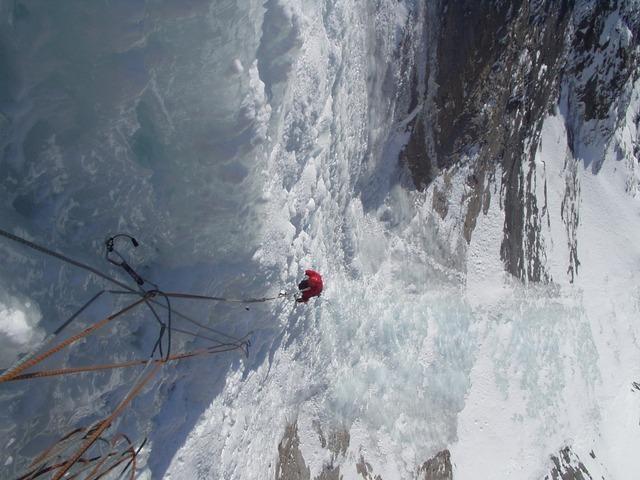 ice-climbing-904_640.jpg