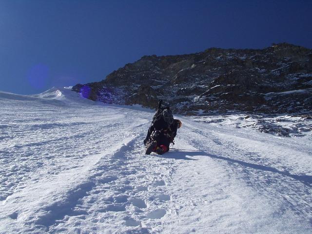 ice-climbing-932_640.jpg