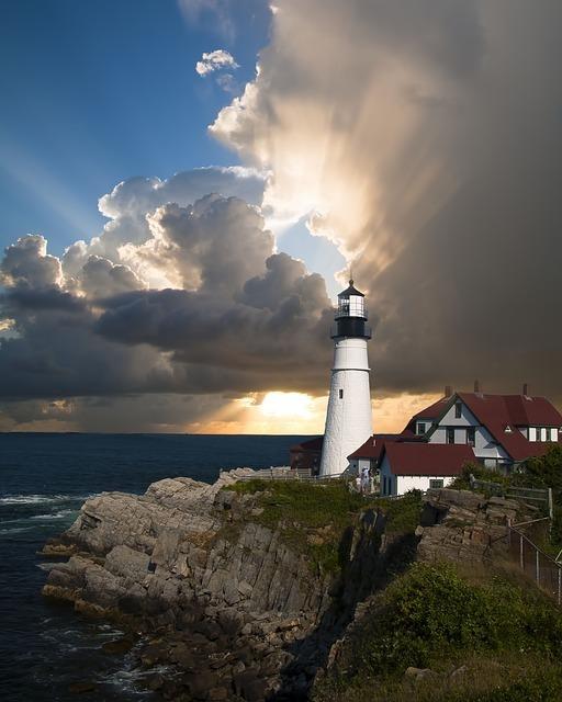 lighthouse-168132_640.jpg