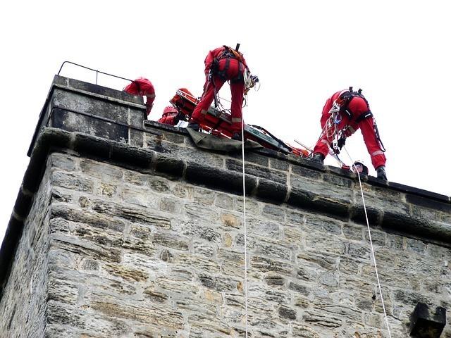 mountain-rescue-57252_640.jpg