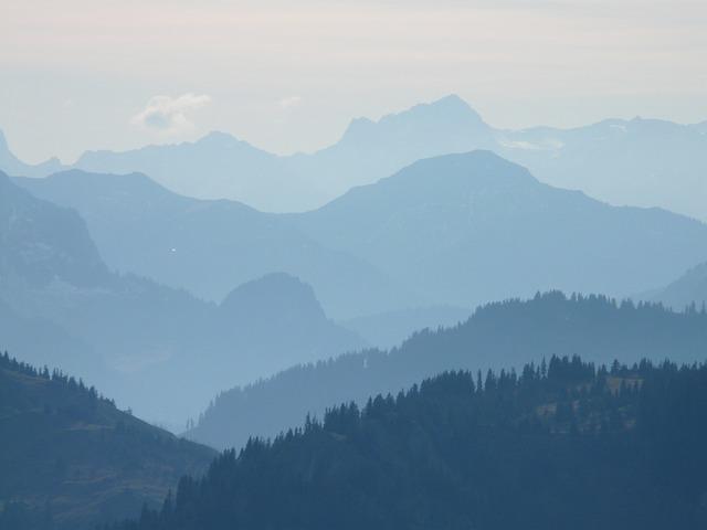 mountains-10517_640.jpg