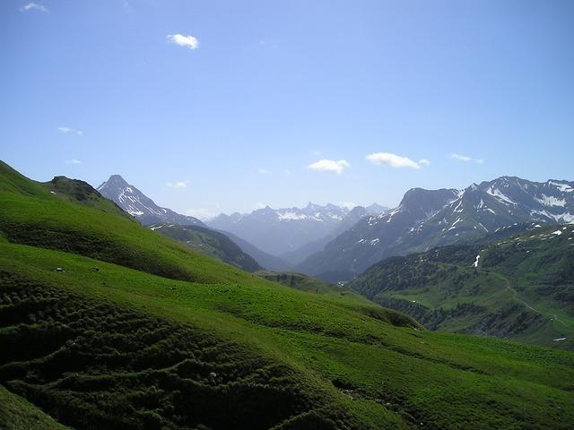 mountains-899_640.jpg