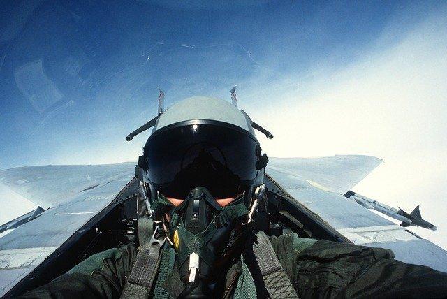pilot-1021_640.jpg