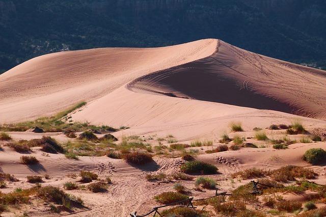 pink-sand-dunes-65310_640.jpg