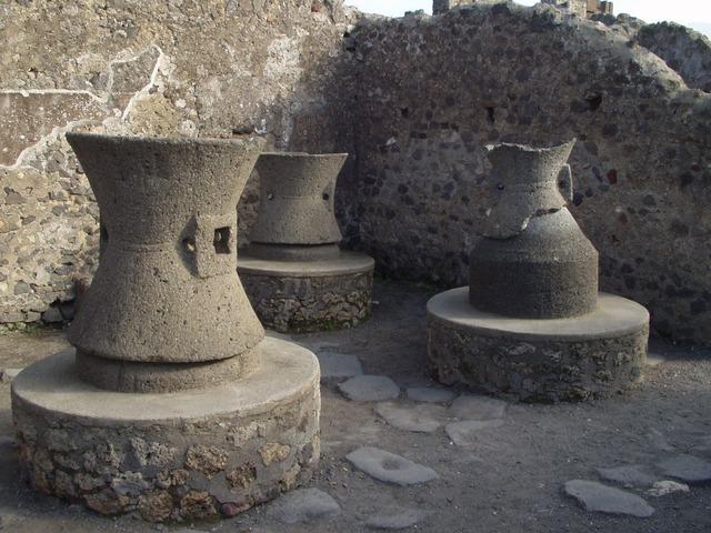 pots-769_640.jpg
