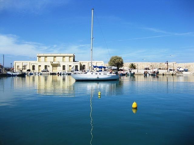 sailing-boat-57267_640.jpg