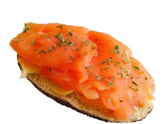 salmon-bun-1131_640.jpg