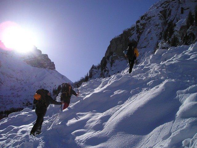 snow-shoes-908_640.jpg