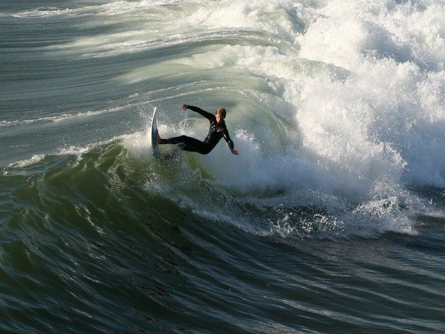 surfer-2170_640.jpg