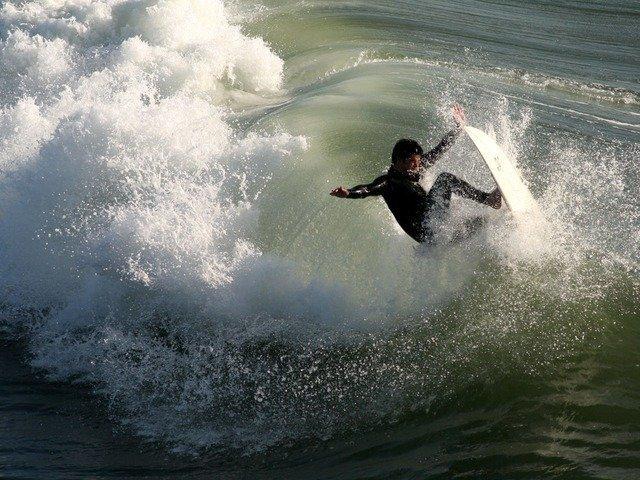 surfer-2174_640.jpg
