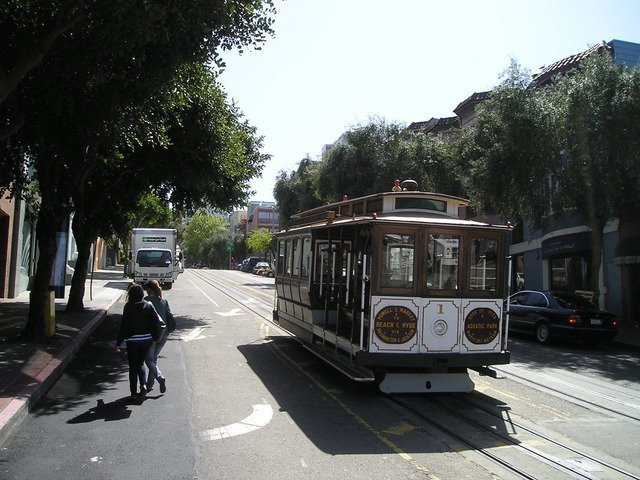 tram-494_640.jpg