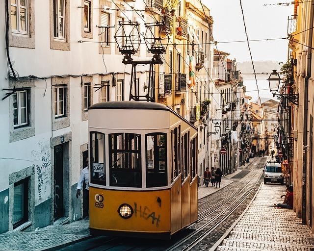 trolley-2203329_640.jpg