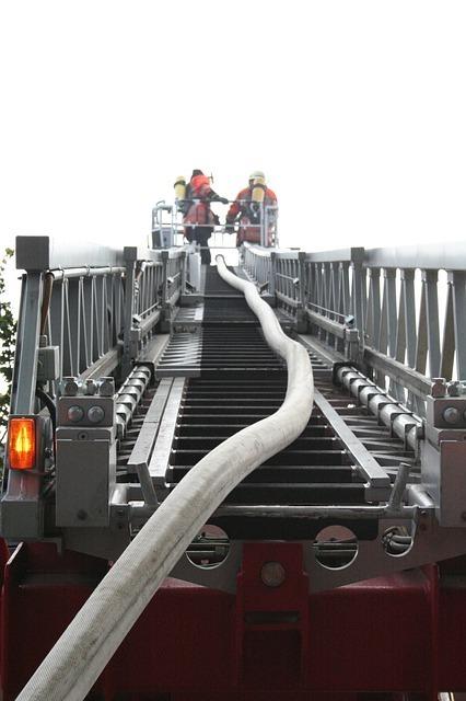 turntable-ladder-41871_640.jpg