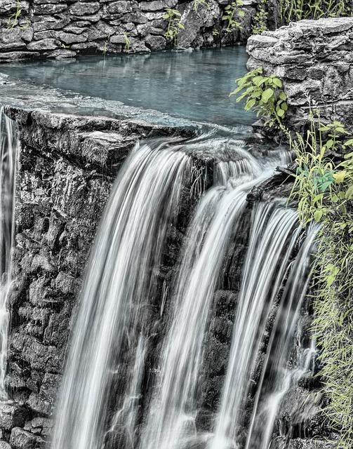 waterfall-166539_640.jpg