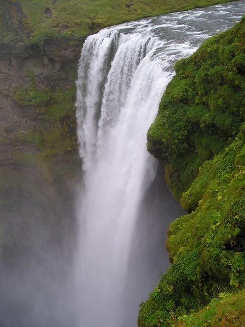 waterfall-283_640.jpg