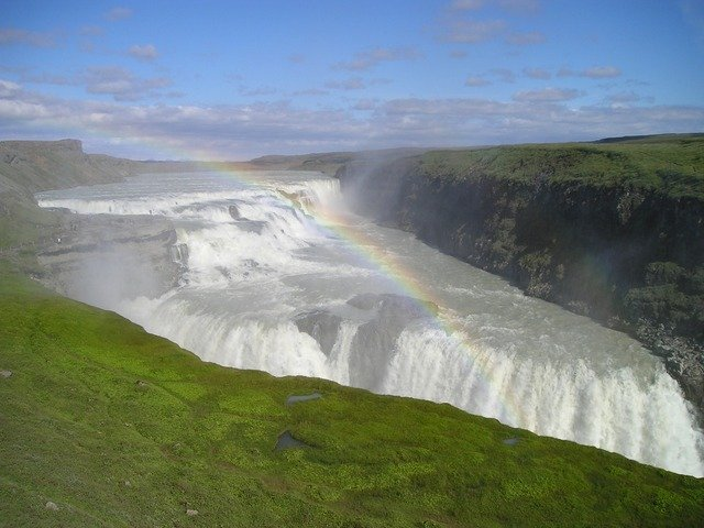 waterfall-284_640.jpg