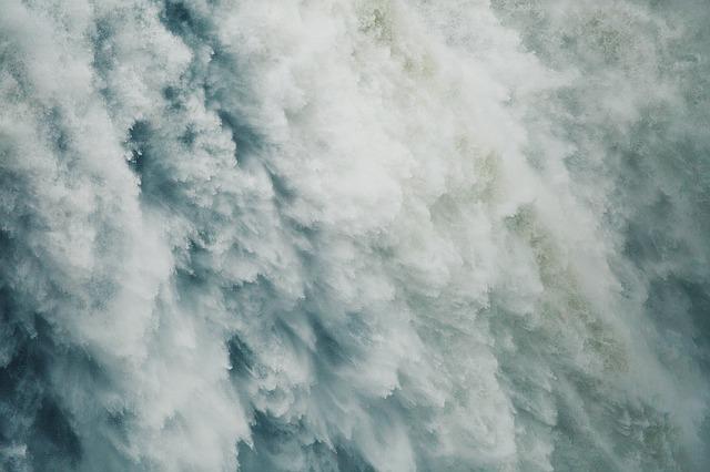 waterfalls-1149944_640.jpg