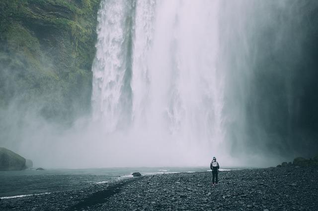 waterfalls-2560865_640.jpg