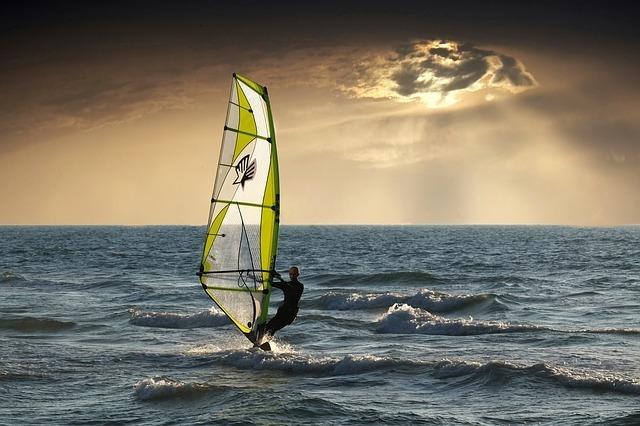 windsurfing-2298647_640.jpg